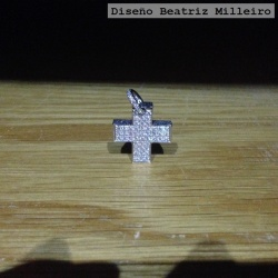 Colgante Cruz Oro Blanco y Brillantes 1.40cts